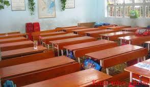 những chiếc bàn học