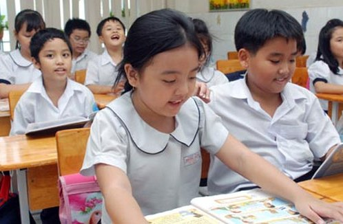 học sinh tiểu học tập làm văn