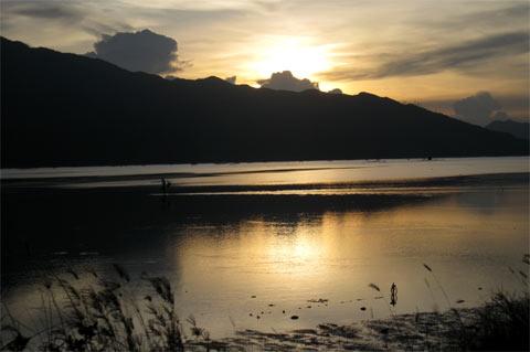 Phân tích bức tranh thiên nhiên trong bài thơ Đây thôn Vỹ Dạ