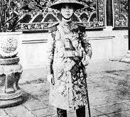 Nguyễn Ái Quốc đã rất thành công khi vạch ra bộ mặt của ông vua xấu xa,thối nát, đáng khinh bỉ, chỉ vì lợi ích cá nhân mà khiến cho nhân dân, đất nước lầm than.